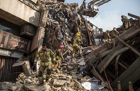 پلاسکو پودر شد /فاجعه در تهران/ پیام صوتی یکی از آتش نشانها: خیلی از بچهها زیر آوار گرفتار شدهاند؛ دعا کنید
