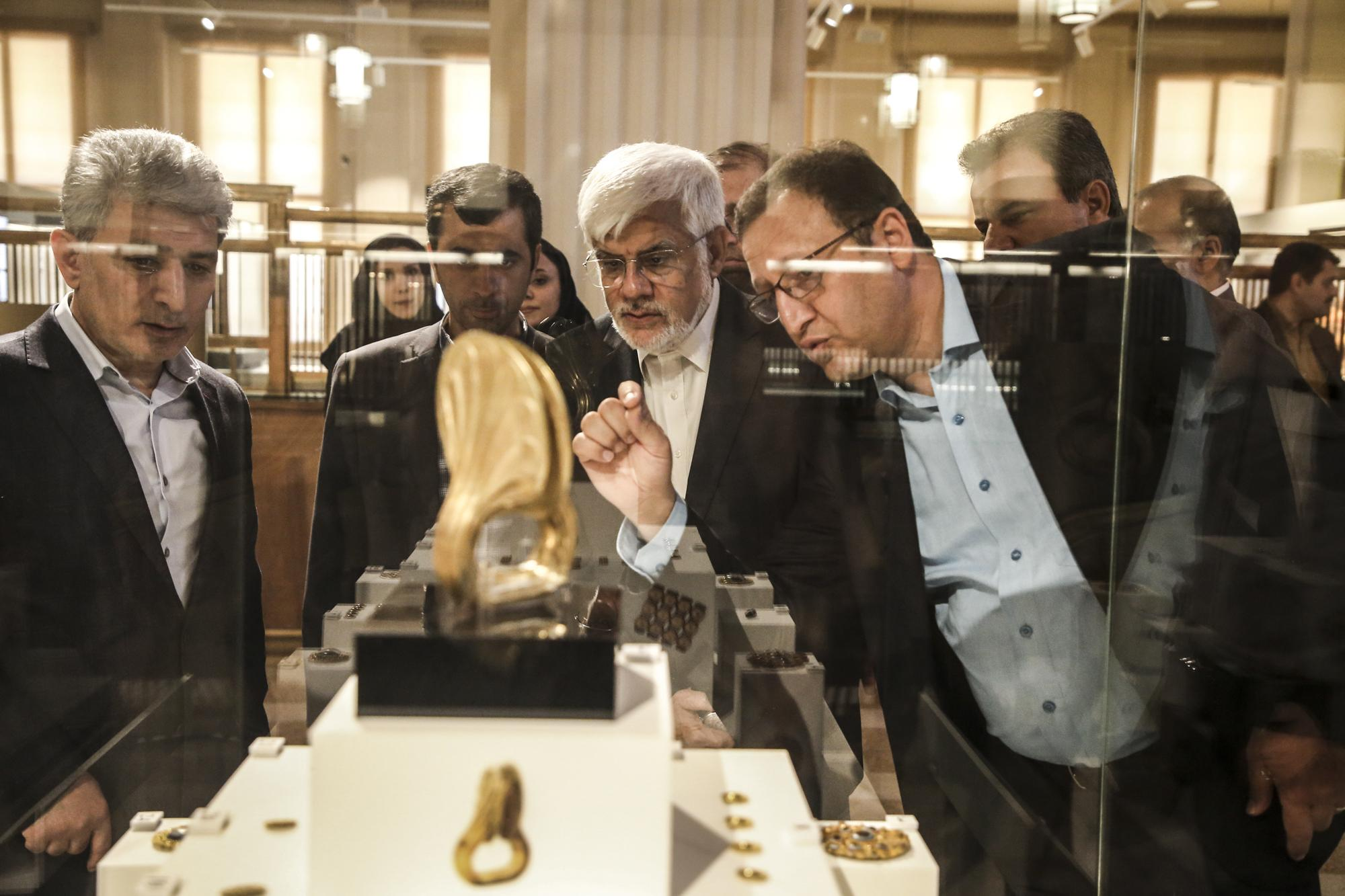 گزارش تصویری/بازدید دکتر عارف از موزه بانک ملی ایران