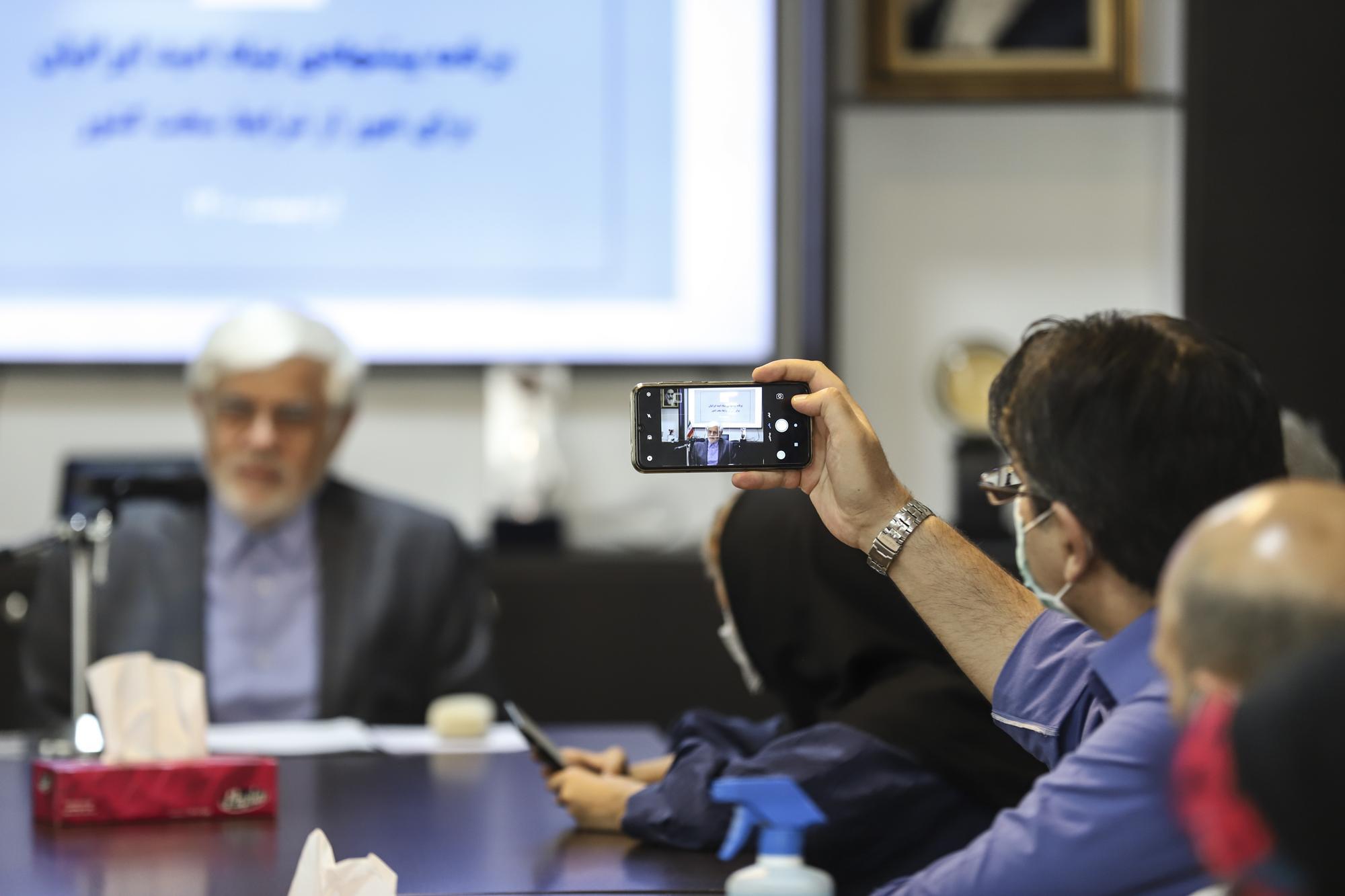 آیین رونمایی از برنامه پیشنهادی بنیاد امید ایرانیان برای عبور کشور از شرایط سخت